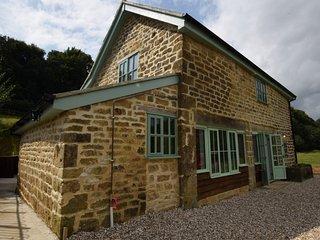 76820 Barn situated in Briport (3.5mls NE)