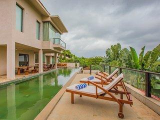 5 Bed Luxury Infinity Pool Villa with Jacuzzi