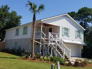 Amazing Spacious 3 Bed / 2 Bath House Prime Location Short Distance to Beach