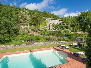 Mengaccini Villa Sleeps 14 with Pool and WiFi - 5604633