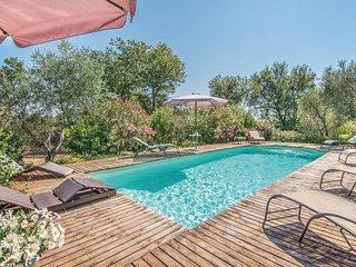 Paparano Villa Sleeps 24 with Pool Air Con and WiFi - 5764814