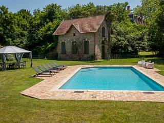 Saint-Julien-sur-Garonne Chateau Sleeps 14 with Pool - 5481429