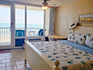 Coastal Retreat with Direct Ocean Front-Great for families-King Size Bed & Bunk
