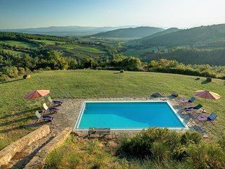 Comando Villa Sleeps 8 with Pool and WiFi - 5604628