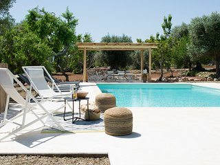 Ceglie Messapica Villa Sleeps 6 with Pool and Air Con