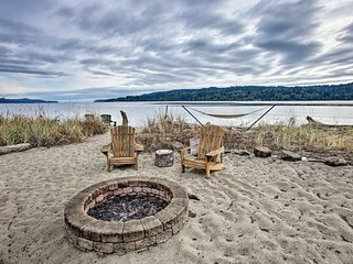 Waterfront Studio w/ Sandy Beach & Fire Pit!