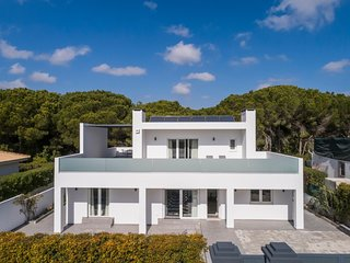 Quinta do Lago Villa Sleeps 8 with Pool and Air Con - 5813872