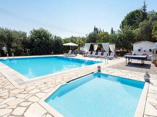 Karyotiko Villa Sleeps 7 with Pool Air Con and WiFi - 5814127
