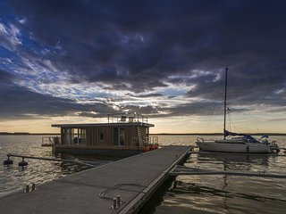 traumHaff Hausboot La Péniche / Ostsee - Design, Sonnenuntergang & Sauna an Bord