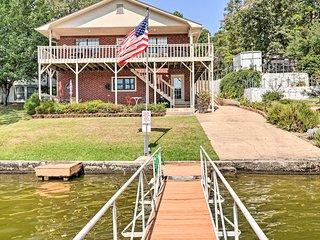 NEW! Spacious Lake Hamilton House w/ Private Dock!