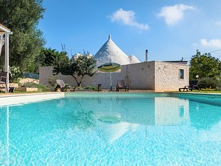 Ceglie Messapica Villa Sleeps 12 with Pool and Air Con
