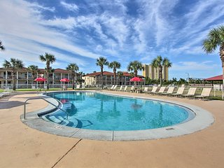 Panama City Beach Condo w/ Patio+Pool Access!