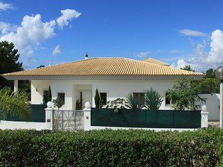Vale do Garrao Villa Sleeps 4 with Pool and Air Con - 5813881