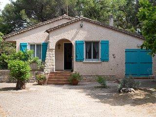Villa provencale independante, vaste terrain clos, animaux bienvenus.