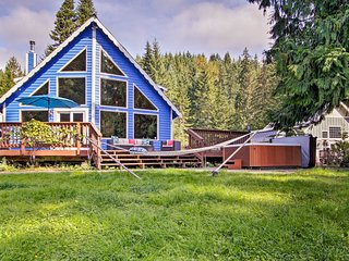 NEW! House on Alder Lake w/Hot Tub, By Mt. Rainier