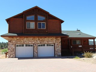 Lakeside Oasis - Beautiful Lake and Marina Views with Private Location!