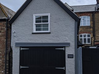 The Old Garage Cottage. Holiday home in Deal, just 130 metres from the beach !