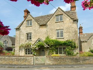 Holly Cottage, Coln St Aldwyns, Cotswolds - Sleeps 8, Coln St Aldwyns, Log burne
