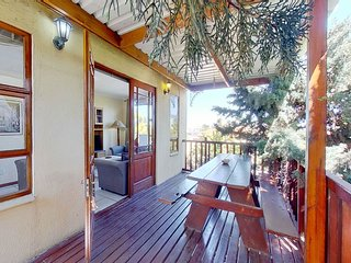 Traditional home w/ free internet, five minutes from the beach & public pool