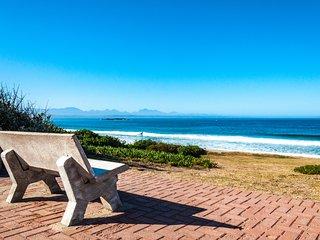 Beach condo with private balcony, ocean views, near water park & free Wi-Fi