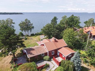 Amazing home in Sjotorp w/ Jacuzzi, Sauna and 3 Bedrooms