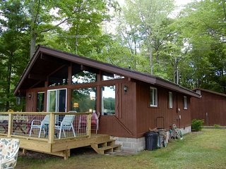 WHEELER LAKE HOUSE (Kalkaska, MI): Sleeps 7, 3 boats included, Quiet Lake