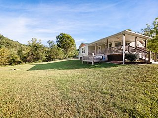Cozy home w/ deck, fireplace & hot tub - riverfront access!