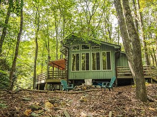 NOW BOOKING! Creekside Comfort -Creekside Cabin W/Fire Pit, WiFi, & Gas Logs