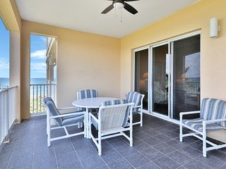 Gorgeous, dog-friendly condo w/ a furnished balcony, shared pool, fitness center