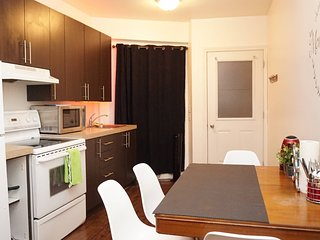 Quebec Apartment Sleeps 4 with Air Con and WiFi - 5814509