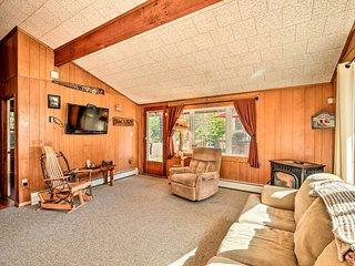 Cozy Speculator Cottage ~2 Mi to Ski Resort!