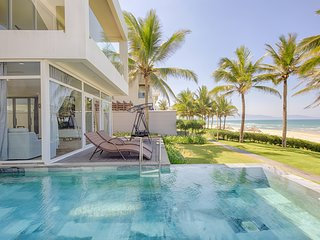 4BDR LUXURIOUS BEACHFRONT & PVT POOL VILLA - J
