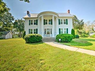 Rural & Historic Estate Home, 12 Mi to Clarksville