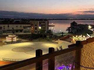 F3 ensoleillé, belle vue marina, piscine chauffée