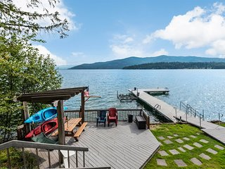 Lakeshore Drive 2489: Cozy Cabin, Waterfront Destination.  Perfect for families