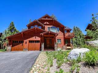 5-Star, Elegant and Modern Mountain House, On Golf Course, Jacuzzi, Garage