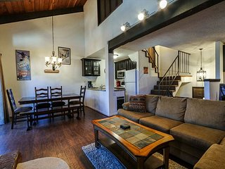 Stones Throw to Remodeled Canyon Lodge! 3-Story Townhome, with Fireplace!