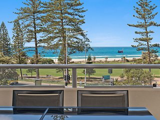 Blue C 305 - Beachfront Coolangatta!