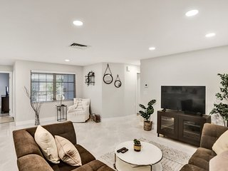 Recently Renovated! 2/2 Apartment - Unit #20A
