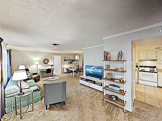 Tranquil Hideaway with 2 Living Areas | Near Gorgeous Siesta Key Beaches
