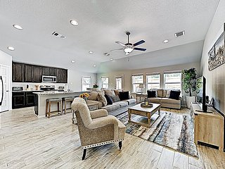 Brand-New Hideaway with Chic Interior   Near Golf Course & Lakeside Fun