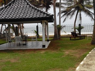 Beach front 4br Villa Cover Point