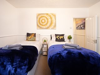Modern Quirky Exeter City Cottage 2 min walk/shops