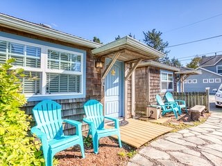 Peaceful and inviting dog-friendly cottage close to beach & town!