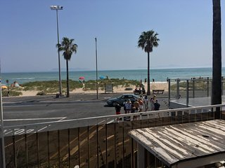 Beautiful beachfront holiday apartment to rent from 14 December to 3 January