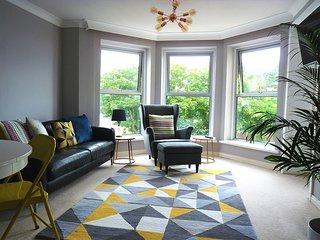 Promenade Reach - first floor apartment with side sea views