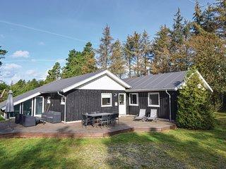 Stunning home in Blavand w/ Sauna, WiFi and 4 Bedrooms (P32433)