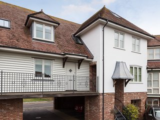 Roundhouse Mews holiday apartment in Lymington close to the New Forest
