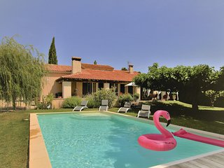 Stunning home in Caumont sur Durance w/ Outdoor swimming pool, Outdoor swimming