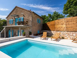 Stone House Katarina With Swimming Pool, Only 50 Meters From The Sea